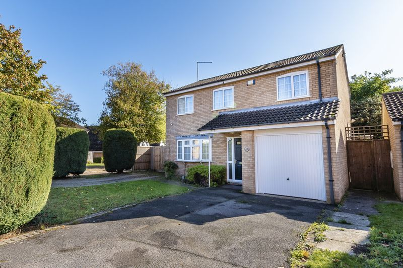 4 bed house for sale in Dunsberry 1