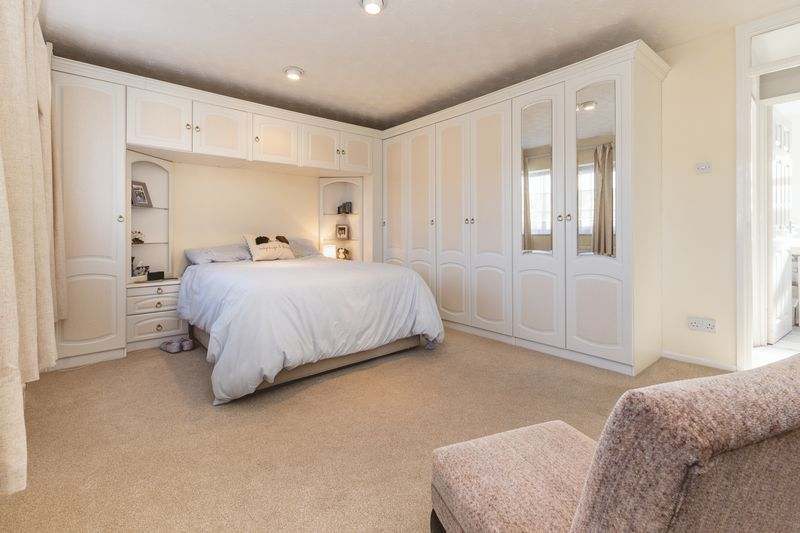 4 bed house for sale in Dunsberry 11