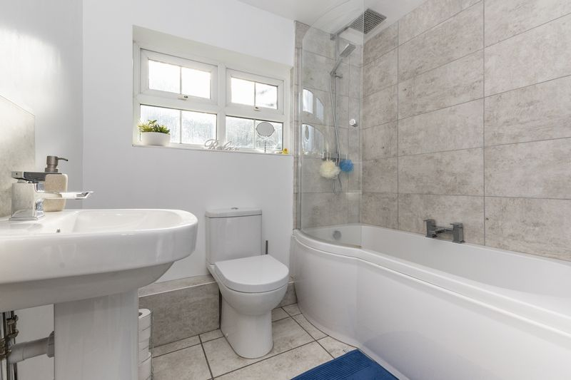 4 bed house for sale in Dunsberry 13