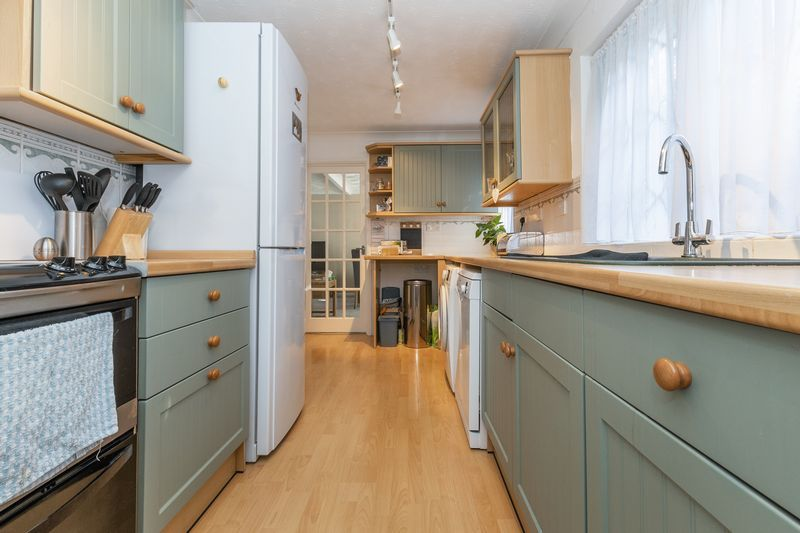 4 bed house for sale in Dunsberry  - Property Image 7