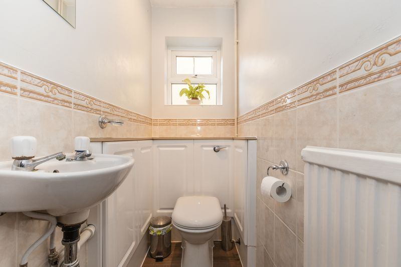 4 bed house for sale in Dunsberry  - Property Image 9