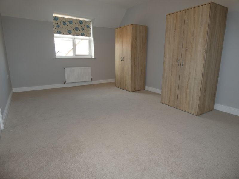 5 bed house to rent in Evergreen Drive 10