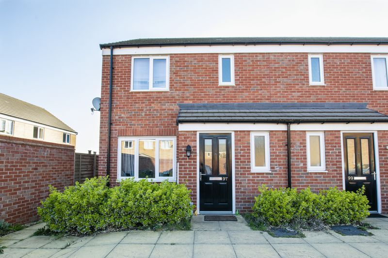 3 bed house to rent in Saxonbury Way - Property Image 1