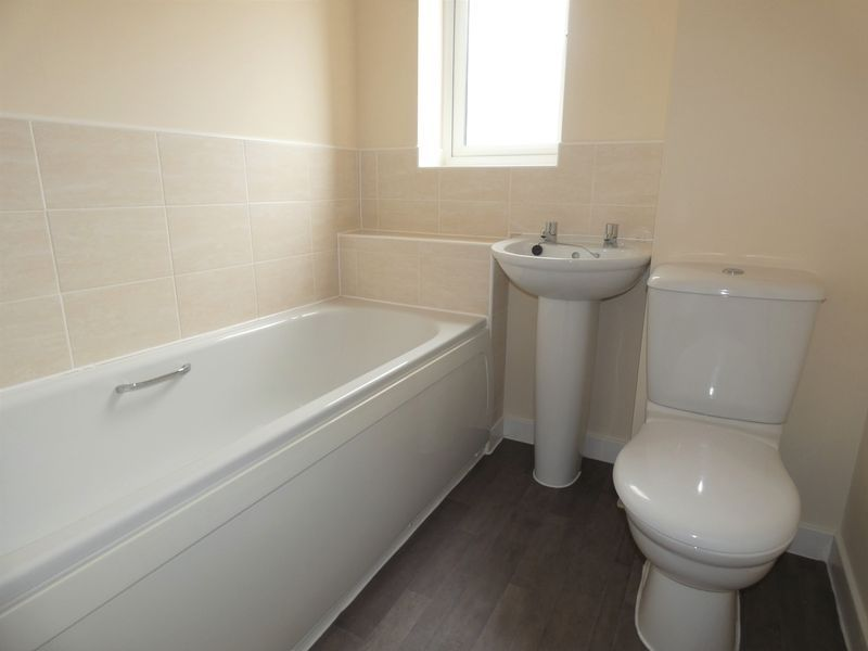 3 bed house to rent in Saxonbury Way 12
