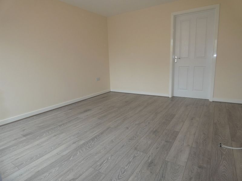 3 bed house to rent in Saxonbury Way 6