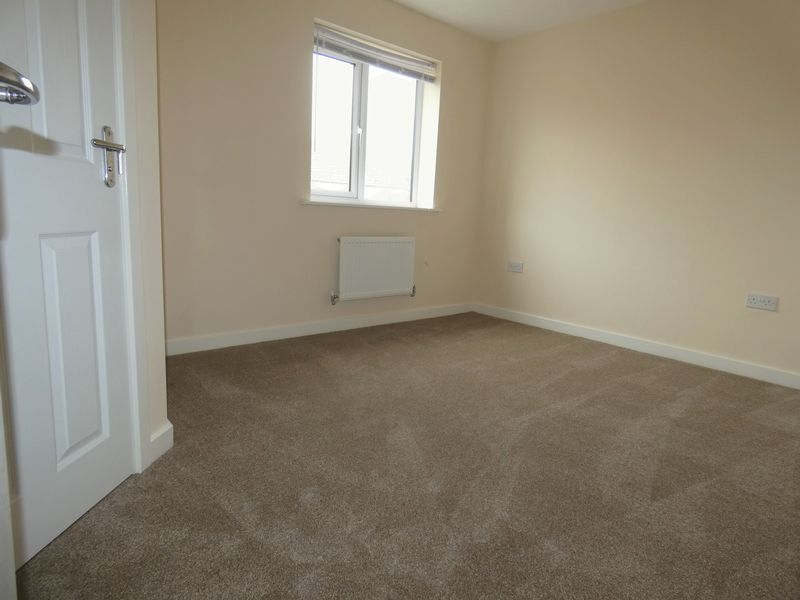 3 bed house to rent in Saxonbury Way 8