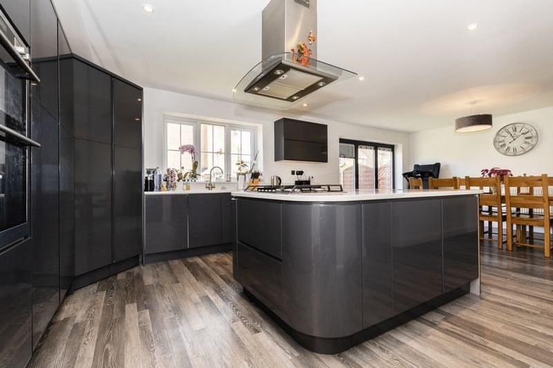 5 bed house for sale in Vokes Street  - Property Image 4