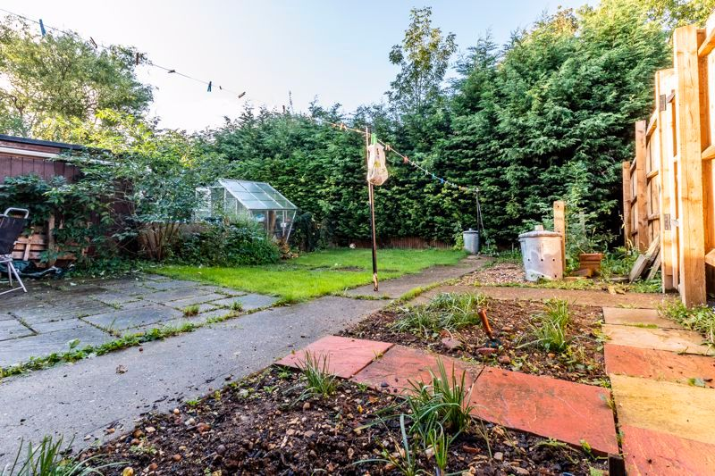 2 bed flat for sale in Bluebell Avenue  - Property Image 9