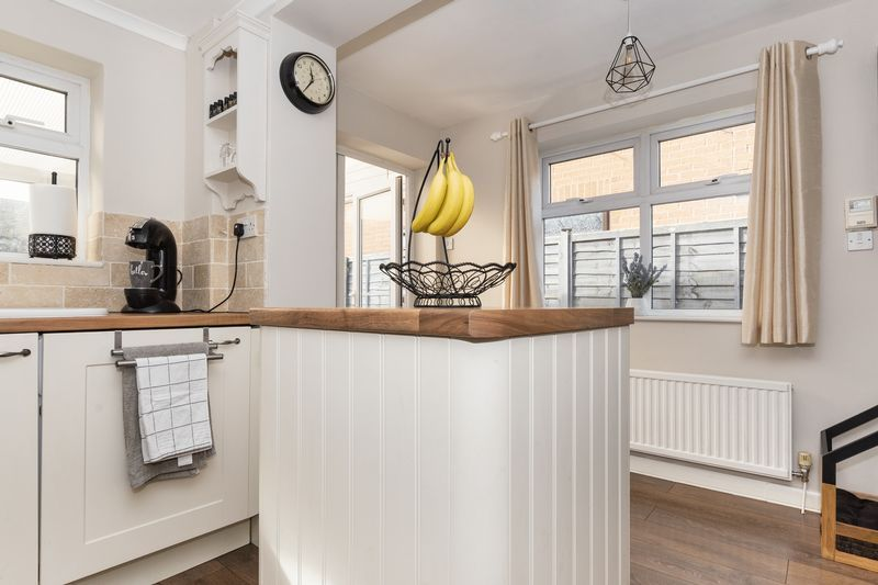 2 bed house for sale in Stonald Road 1