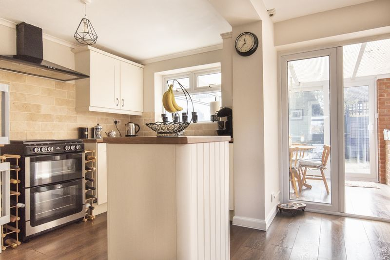 2 bed house for sale in Stonald Road 6