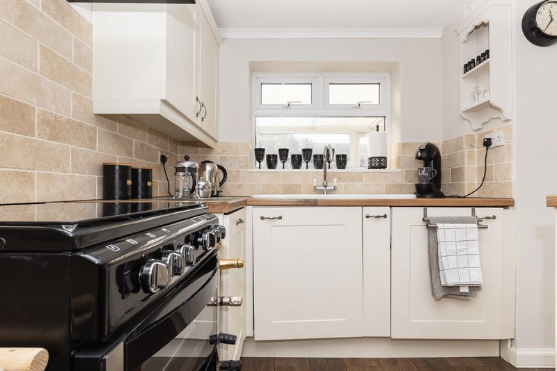 2 bed house for sale in Stonald Road 7