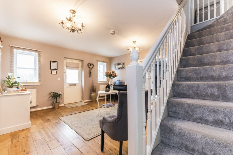 6 bed house for sale in Shackleton Way 4