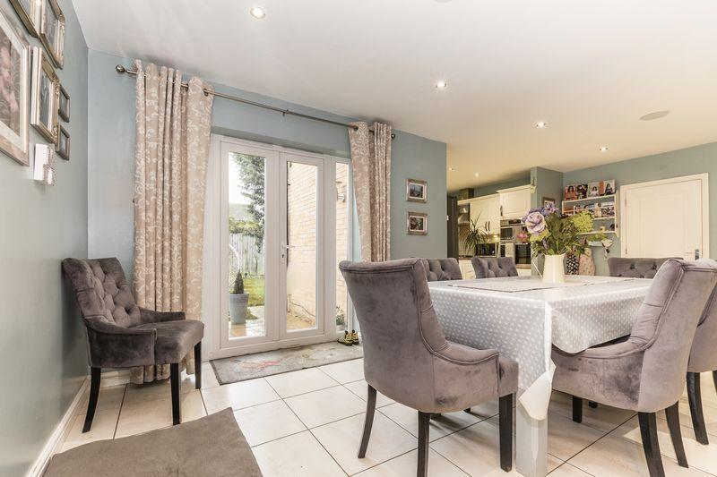 6 bed house for sale in Shackleton Way 5
