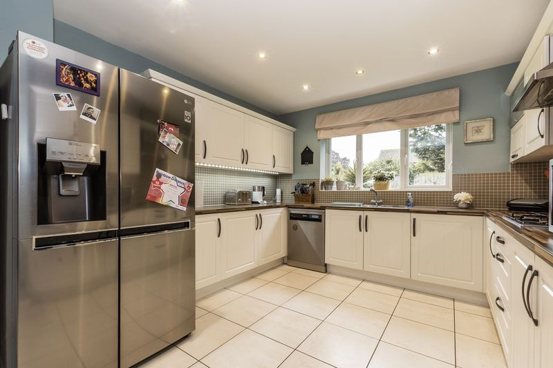 6 bed house for sale in Shackleton Way 7