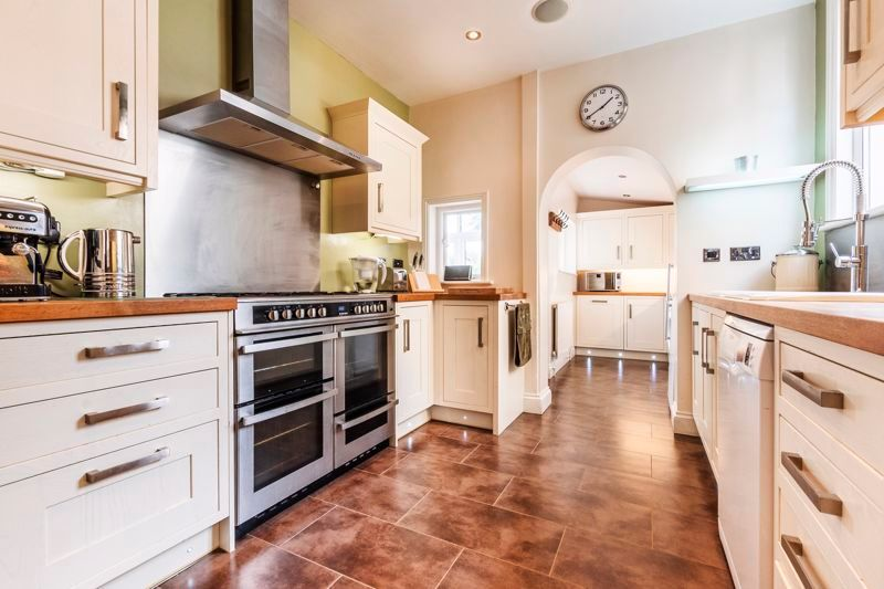 3 bed house for sale in Gordon Avenue  - Property Image 1