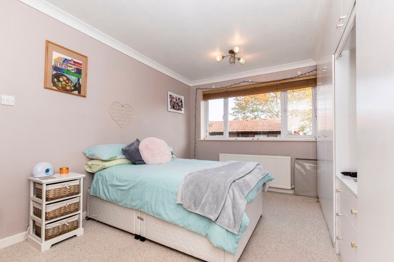 3 bed  for sale in Topham Crescent 8