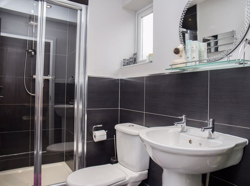 4 bed house for sale in Turnpike Road  - Property Image 11