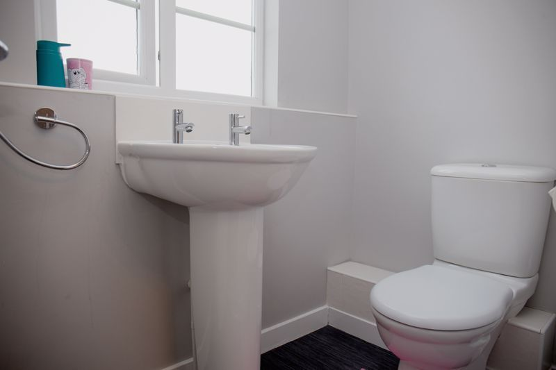 4 bed house for sale in Turnpike Road  - Property Image 15