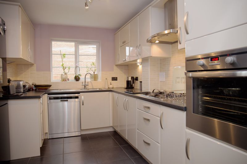 4 bed house for sale in Turnpike Road 5