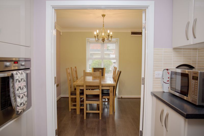 4 bed house for sale in Turnpike Road  - Property Image 6